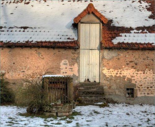 boerenschuur-met-eigenaardige-deur