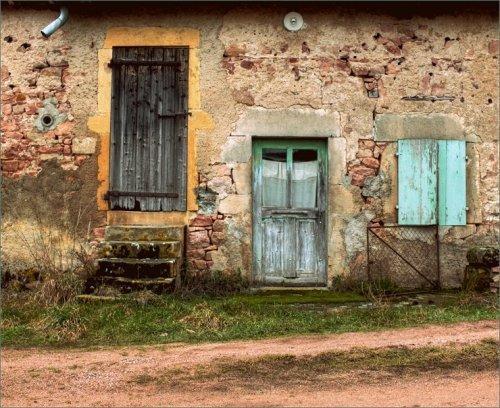 oud-boerenhuis-met-mintgroene-deur-en-luiken